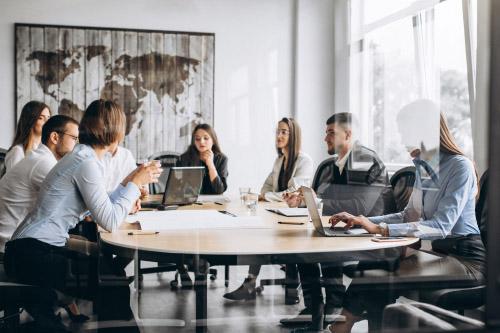 équipe de travail en réunion