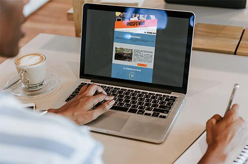 Boletín informativo Phosforea en un ordenador portátil